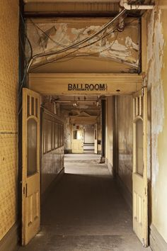 Flinders Street Station old Ballroom entrance (image by Peter Glenane)