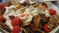 Slimming World Breakfast of HEB of Bran Flakes, strawberries, raspberries, blackberries and yoghurt