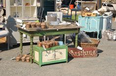oh, this makes me long for an outdoor flea market..and it is only December!