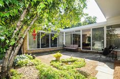If only I had the $600,000 I would move here! Mcm, Illinois, deerfield, mid century modern, architecture.