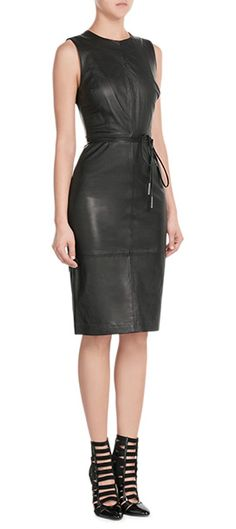 Elegante Allure in tougher Leder-Optik: das ist das schwarze Etui-Dress von Vince #Stylebop