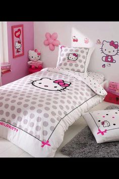 Hello Kitty bedroom favored by children especially girls. This theme is very popular because it is identical with Hello Kitty cartoon character cute and adorable Hello Kitty Bedroom, Hello Kitty House, Cat Bedroom, Dream Bedroom, Bedroom Images, Bedroom Themes, Bedroom Decor, Pink Bedding Set, Red Bedding