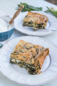 Pizza Tarts, School Snacks, Spanakopita, Greek Recipes, Salmon Burgers, Food Network Recipes, Quiche, Feta, Pie
