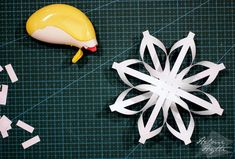 diy-3d-paperiset-lumihiutaleet Rooster, Origami, Christmas Crafts, Lifestyle, Holiday, Flowers, Snowflakes, Paper Envelopes, Navidad