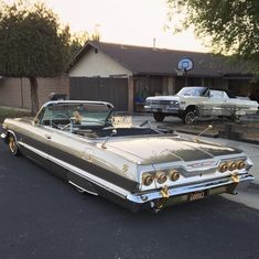 Pretty Cars, Cute Cars, My Dream Car, Dream Cars, Arte Lowrider, Lowrider Trucks, Old School Cars, Car Goals, Old Classic Cars