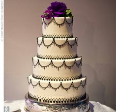I want this with purple and blue piping alternating tiers