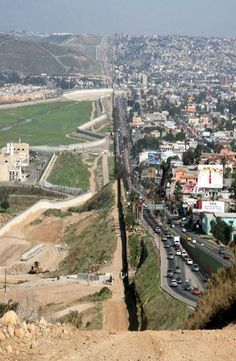 Mexican/American Border... kinda cool