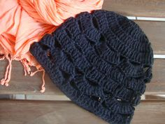 Very Easy Crochet Beannie for adults  Link to the free pattern on my blog: http://linhasimaginarias.blogspot.com.br/2013/10/gorro-e-patos.html