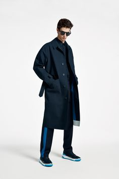 The BOSS Menswear Spring/Summer 2020 collection Mens Clothing Styles, Men's Clothing, Suit Fashion, Fashion Outfits, Hugo Boss Man, Modern Man, Knitwear, Raincoat, Menswear