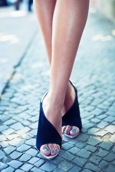 perfect shoes + cobalt pedi