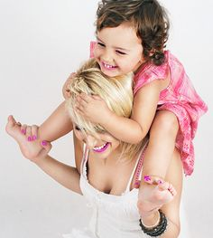 child, family photos, girl, laugh, mother and child, www.niezwyklestudio.pl