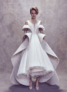 Ashi Studio Fall 2017 Haute` Couture Collection This dress is breaking barriers in glamorous and galactic ways. Unfold your possibilities. Couture Dresses, Bridal Dresses, Fashion Dresses, Look Fashion, Fashion Show, Fashion Design, Trendy Fashion, Couture Fashion, Runway Fashion
