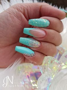 Blaue Nägel Ongles bleus The post Ongles bleus appeared first on Outfits. Diy Nails Blue, Aqua Nails, Fancy Nails, Pretty Nails, Turquoise Acrylic Nails, Teal Nail Art, Mint Green Nails, Ombre Nail, Color Nails