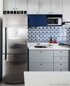 in love with this colorful kitchen #decor #blue #kitchens #cozinhas