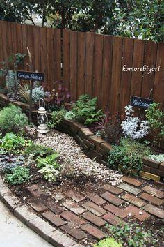 Brick Garden, Garden Paths, Garden Structures, Outdoor Yard Games, Diy Yard Games, Patio, Backyard, Shed Landscaping, Flowering Trees