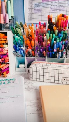 Stationary Organization, Stationary Supplies, Desk Organization, Cute School Stationary, School Stationery, Study Room Design, Study Room Decor, Marker Storage, Diy Rangement