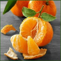 Know Your Food: Health Benefits Of Tangerine Fruit, Tangerines have been used quite frequently in medical treatments as they fight effectively against skin diseases and arthritis. Fruit And Veg, Fruits And Vegetables, Fresh Fruit, Splash Photography, Fruit Photography, Colour Photography, Photo Fruit, Beautiful Fruits, Delicious Fruit