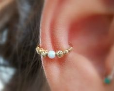This Listing is for ONE Beautiful beaded gold filled piercing. POSSIBLE USES: Perfect for conch piercing. Can be used as septum ring or cartilage hoop. CHOOSE YOUR SIZE: BIG Diameter. 20 gauge OR 18 gauge *** Please make sure that you order the Innenohr Piercing, Outer Conch Piercing, Upper Ear Piercing, Ear Piercings, Peircings, Conch Jewelry, Conch Earring, Body Jewelry, Jewlery