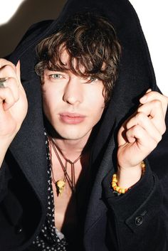 Male Grooming for Barns Courtney by Cici Andersen Bad Boy Aesthetic, Music Aesthetic, Pretty Punk, Pretty Boys, Barns Courtney, Rogue Magazine, Celebrity Faces, Male Grooming, Blues Rock