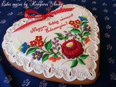 Hungarian folk gingerbread Honey Cookies, Iced Cookies, Cute Cookies, Holiday Cookies, Roll Cookies, Gingerbread House Designs, Gingerbread Decorations, Gingerbread Cookies, Valentines Day Cakes