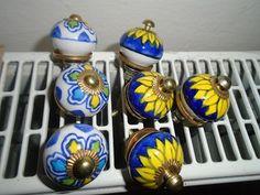 Prodám různé porcelánové úchytky na nábytek cena