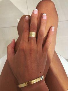 VSCO - relatablemoods Source by megggoodman Jewelry Bracelet Cartier, Cartier Love Ring, Cartier Jewelry, Cartier Nail Ring, Jewelry Stand, Cute Jewelry, Jewlery, Geek Jewelry, Dainty Jewelry