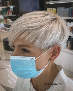 Kurzhaarfrisuren mit Maske - Frisuren für die Frau Edgy Short Hair, Short Hair Undercut, Super Short Hair, Short Hairstyles For Thick Hair, Short Hair With Layers, Short Pixie Haircuts, Undercut Hairstyles, Short Hair Cuts For Women, Short Hair Styles