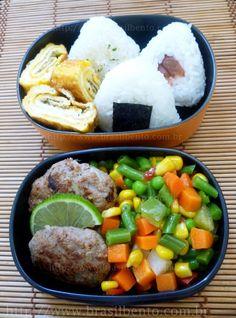 Onigiri, tamagoyaki, miniburgers & vegetables