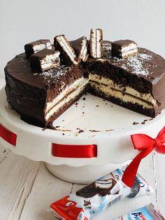 Tort Kinder Pingui, rețetă simplă și rapidă – Chef Nicolaie Tomescu Ferrero Rocher Cheesecake, Salad Recipes, Cake Recipes, Food Cakes, Something Sweet, Cake Cookies, Nutella, Tiramisu, Fondant
