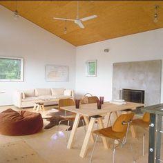 Un salon avec cheminée à l'esprit chalet - Marie Claire Maison