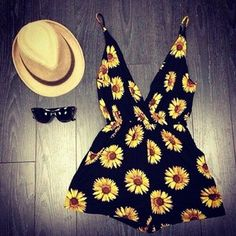 Adorable daisy summer romper! Women's spring summer fashion clothing outfit