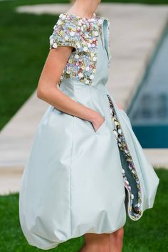 Find the Chanel Spring 2019 Couture Collection – Vogue: at The RealReal, is the Ways to Get Discount Designer Clothes. Gypsy Fashion, Chanel Fashion, High Fashion, Fashion Show, Womens Fashion, Fashion Design, Chanel Style, London Fashion, Chanel Couture