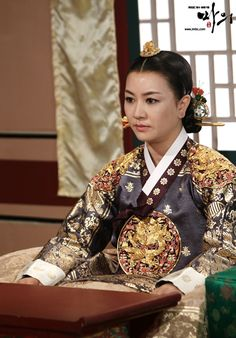 The King's Doctor(Hangul:마의;hanja:馬醫;RR:Ma-ui; lit.Horse Doctor) is a 2012South Koreantelevision series depictingBaek Gwang-hyeon(1625–1697), Joseon Dynasty veterinarian, starringJo Seung-wooandLee Yo-won. It aired onMBC.The life of aJoseon-era low-class veterinarian specializing in the treatment of horses, who rises to become the royal physician in charge of the King's health.  인선왕후 김혜선
