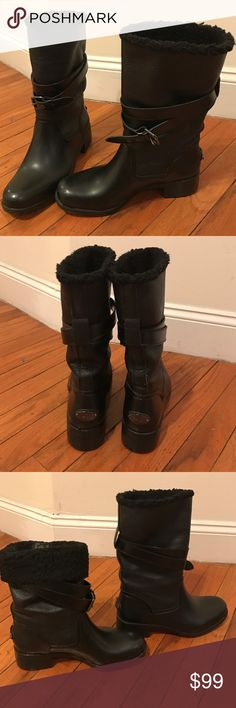 Coach Black Shearling wool/ Leather Boots sz 8 Coach Black Shearling wool / Leather Snow / Rain Boots sz 8 Lightly worn like new! fashionable snow boots. Warm and comfortable! Coach Shoes
