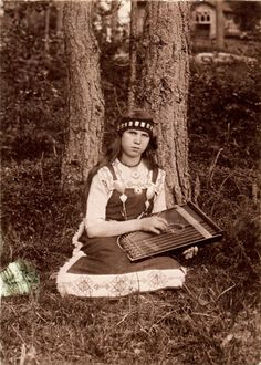 Finnish girl with kantele Old Pictures, Old Photos, Culture, Traditional, Costume Dress, Music, Gypsy, People, Portraits