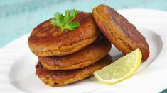 Decoding Galauti Masala – By Chef Kunal Kapur For years I was intrigued by the most fabled of the kebabs…The Galauti kebab. Kebab Recipes, Grilling Recipes, Indian Food Recipes, Indian Appetizers, Vegetarian Appetizers, Seekh Kebabs, Best Cinnamon Rolls, Tasty, Yummy Food