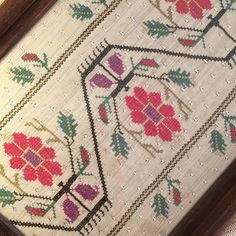 This Pin was discovered by HUZ Cross Stitch Art, Cross Stitch Borders, Cross Stitching, Cross Stitch Patterns, Folk Embroidery, Embroidery Patterns Free, Cross Stitch Embroidery, Vintage Cross Stitches, Bargello