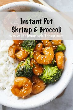 Easy Instant Pot shrimp and broccoli stir fry that is healthier and better than take-out! This is probably the quickest meal that you can make in the Instant Pot as it cooks for just 0 minutes, which means that it just needs to come to pressure. Shrimp And Broccoli, Broccoli Recipes, Shrimp Recipes, Instant Pot Pressure Cooker, Pressure Cooker Recipes, Pressure Cooking, Slow Cooker, Rice Cooker, Ramen