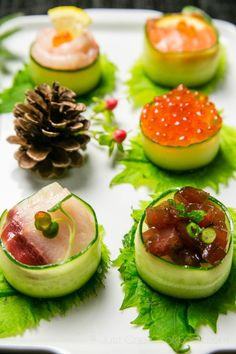 Cucumber Wrapped Sushi Omg could this look any more delicious? Sushi Recipes, Asian Recipes, Cooking Recipes, Cooking Fish, Cooking Games, Rice Recipes, Sushi Love, Sushi Sushi, Sushi Japan