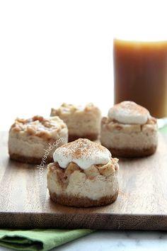 Mini Apple Pie Cheesecakes with Brown Sugar Whipped Cream Recipe Delicious. Mini Desserts, Just Desserts, Delicious Desserts, Yummy Food, Apple Pie Cheesecake, Cheesecake Recipes, Dessert Recipes, Cheesecake Bites, Raspberry Cheesecake