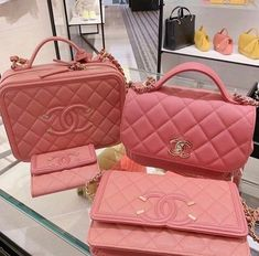 Uploaded by 𝕱𝖚𝖈𝖐 𝖚𝖕. Find images and videos on We Heart It - the app to get lost in what you love. Luxury Purses, Luxury Bags, Chanel Purse, Bvlgari Bags, Purses And Handbags, Replica Handbags, Cute Purses, Chloe Bag, Cute Bags