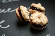 Cashew meringues with jam