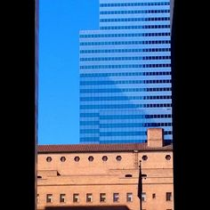 #dtla #losangeles #blue #streets #dtlalife #streetphoto #streetphotography #photography #citylife #travel #city #downtownla #destination #building #windows #skyscraper