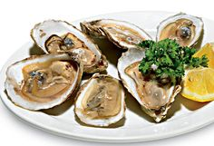 The flesh of oysters elevate testosterone and protect against prostate cancer. Bonus: they're also considered an aphrodisiac. Testosterone Boosting Foods, Testosterone Levels, Sources Of Zinc, Runners Food, Best Superfoods, Prostate Cancer, Food Facts, Healthy Eating Recipes, In The Flesh