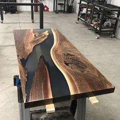 2 coats of satin clear High Performance Top Coat! Diy Resin Table, Epoxy Wood Table, Wood Tables, Resin Furniture, Woodworking Furniture, Modern Furniture, Diy Dining Table, Slab Table, Diy Wooden Projects