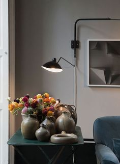On the wall is a Rotating Sconce by French designer Serge Mouille; designed in the the lights are still manufactured in France. Milan Apartment, Studio Apartment, Small Appartment, Interior Styling, Interior Design, Estilo Art Deco, Unique Furniture, Decoration, Feng Shui
