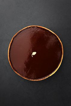 Chocolate tart that is simple and easy to make, but what makes it so good is using high quality chocolate. I love Valrona's cocoa solids, but any dark chocolate you like with more than cocoa solids will be just as great. Cocoa Recipes, Sweet Recipes, Chocolate Ganache Filling, Chocolate Tarts, Delicious Chocolate, Jacques Genin, Fun Desserts, Dessert Recipes, Creamed Eggs