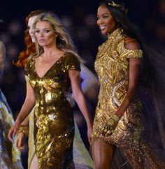 Naomi & Kate Moss in the 2012 Olympics closing ceremony.