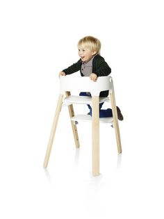 Embrace independence with the Stokke Steps Chair – The easy tool-free adjustable footrest allows your child to climb in and out independently.