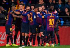 TOPSHOT-FBL-ESP-LIGA-VILLARREAL-BARCELONA Messi 10, Lionel Messi, Barcelona Players, Villarreal Cf, Messi Goal Video, Messi Goals, Marc Andre, Free Kick, Philippe Coutinho